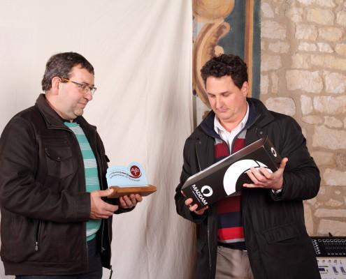 Pascal Morizot - dirigeant de Mg Granulés à gauche, à droite Damien Aumaitre - MMA Tonnerre, sponsor du prix de la mutualisation et de l'économie circulaire
